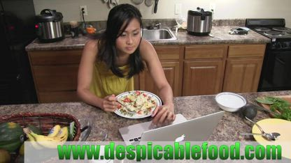 Avocado NO Cheese Vegan Pizza - NO TOXIN recipe - Cook from scratch with Despicable Food