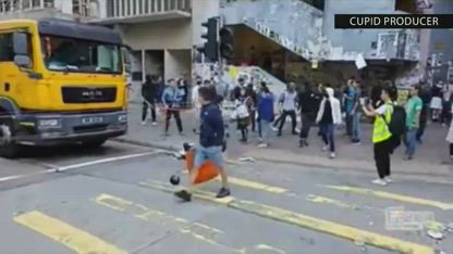 [contains graphic violence] Hong Kong police shoots live rounds on protesters during clashes original video [NOT FOR KIDS]