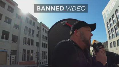 Alex Jones Spreads His Message of Freedom Online & In Real Life @ The Same Time.